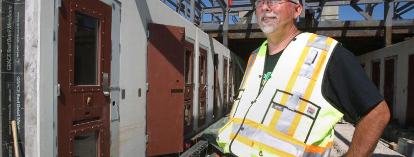 Bild besiktningsman på husbygge