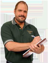 byggbesktning-man-med-besiktningsprotokoll-ny